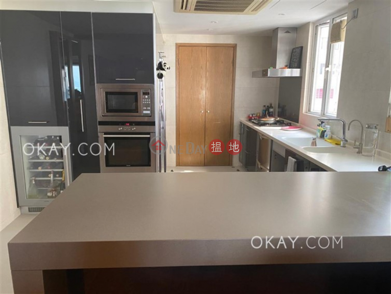 Efficient 3 bedroom with balcony & parking   For Sale   POKFULAM COURT, 94Pok Fu Lam Road 碧林閣 Sales Listings