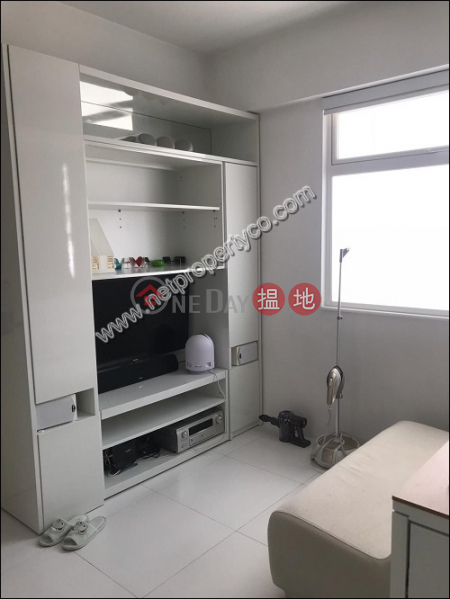 Unit with rooftop for sale with lease in Wan Chai | Luen Fat Mansion 聯發大廈 Sales Listings