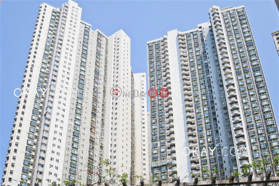 HK$ 40,000/ month Beverly Hill Wan Chai District Rare 3 bedroom with balcony & parking | Rental
