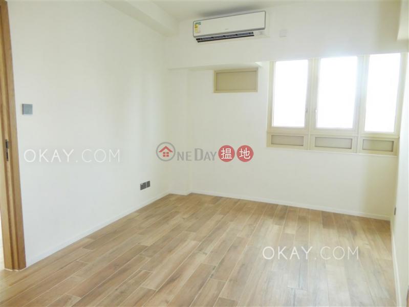 HK$ 60,000/ month | St. Joan Court, Central District | Nicely kept 1 bedroom on high floor | Rental