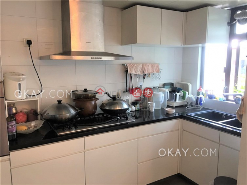 Tasteful 3 bedroom with parking | For Sale | Crescent Heights 月陶居 Sales Listings