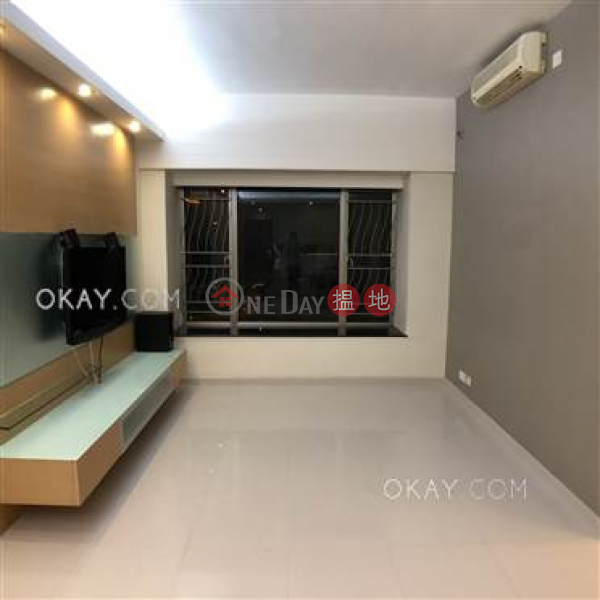 HK$ 32M | Sorrento Phase 2 Block 2 | Yau Tsim Mong, Exquisite 3 bedroom in Kowloon Station | For Sale