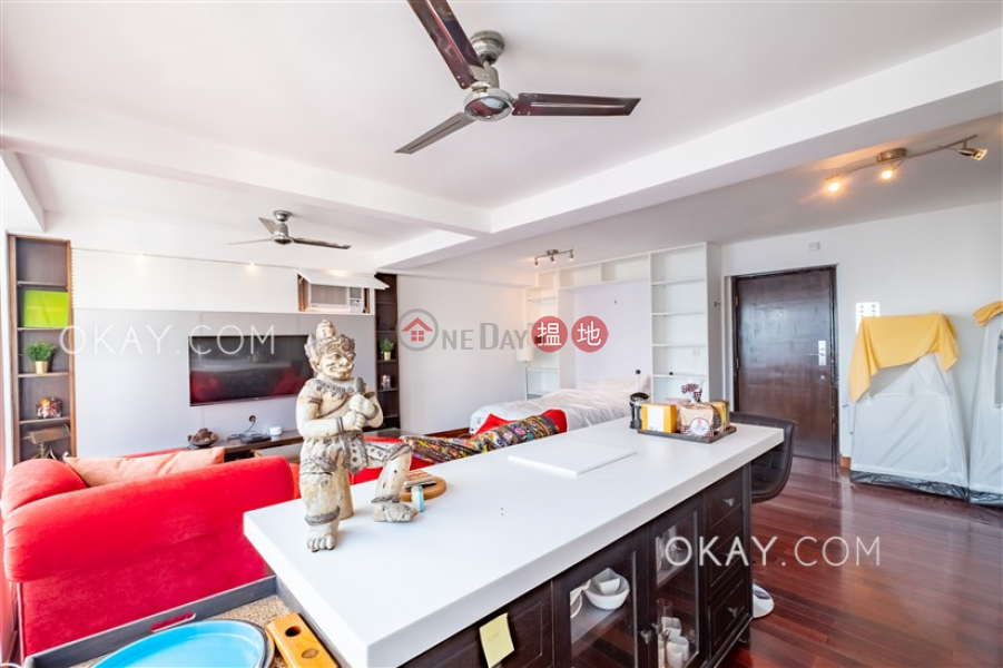 HK$ 13.5M | Caine Mansion Western District | Charming penthouse with rooftop & parking | For Sale