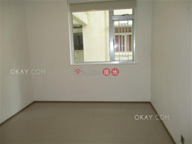 3房2廁,實用率高文華大廈出租單位 28-34列堤頓道   西區 香港出租 HK$ 35,000/ 月