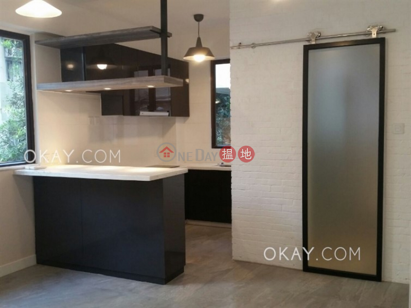 HK$ 27,500/ month, 40-42 Gough Street, Central District Generous 1 bedroom in Sheung Wan | Rental