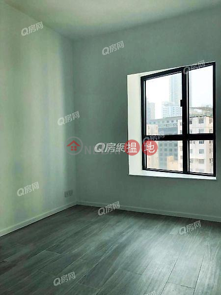 HK$ 52,000/ month, Tower 1 Carmen\'s Garden, Yau Tsim Mong Tower 1 Carmen\'s Garden | 3 bedroom Mid Floor Flat for Rent