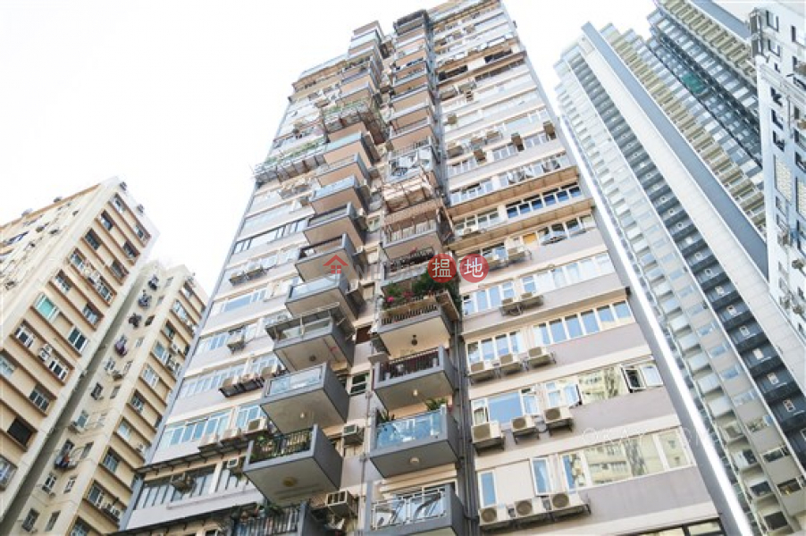 Stylish 2 bedroom with balcony & parking | For Sale | Shan Kwong Tower 山光苑 Sales Listings