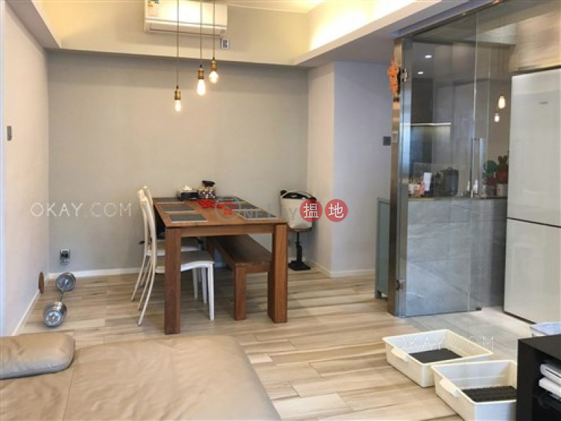 HK$ 17.5M, Village Tower   Wan Chai District Efficient 3 bedroom with balcony & parking   For Sale