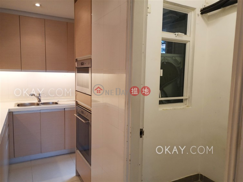Charming 3 bedroom with parking   Rental, Hillsborough Court 曉峰閣 Rental Listings   Central District (OKAY-R18514)
