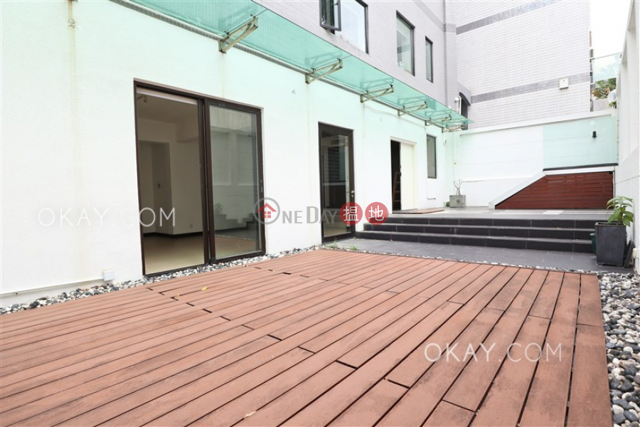 HK$ 68,000/ month, Woodgreen Estate, Southern District | Gorgeous 3 bedroom with parking | Rental