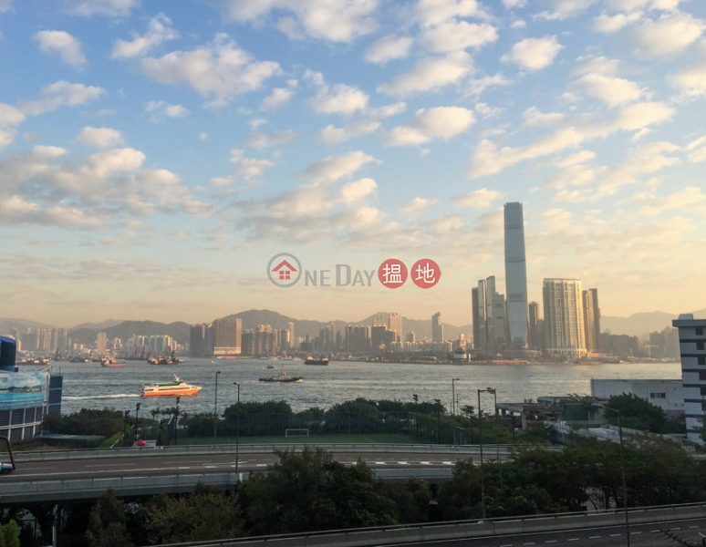 Property Search Hong Kong | OneDay | Residential, Rental Listings | Rare Gem - Spacious 650 sq.ft. Home-office 1 Bed; Full Harbour View - Sheung Wan
