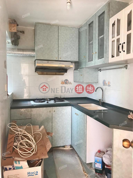 Property Search Hong Kong | OneDay | Residential, Rental Listings South Horizons Phase 4, Wai King Court Block 30 | 3 bedroom Mid Floor Flat for Rent
