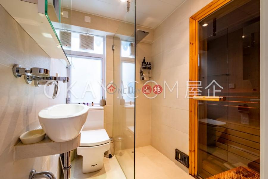Elegant house with rooftop, terrace & balcony | For Sale | Ham Tin San Tsuen 鹹田新村 Sales Listings