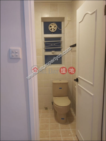 Big unit with balcony for rent in Mid-Level Central | Garfield Mansion 嘉輝大廈 Rental Listings