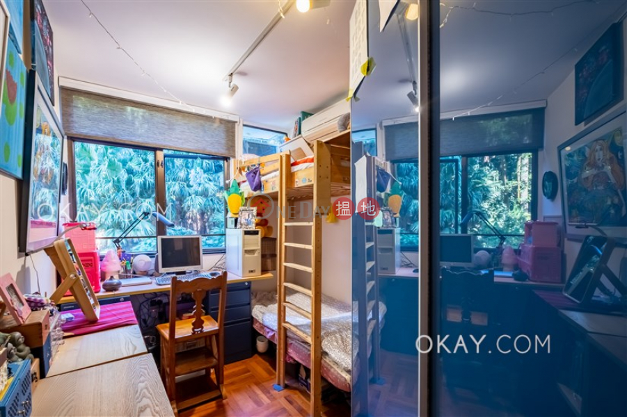 HK$ 18.5M, Greenery Garden, Western District Charming 3 bedroom with harbour views & balcony   For Sale