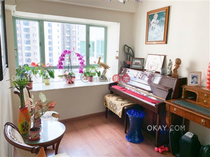 HK$ 23M, Goldwin Heights | Western District | Luxurious 2 bedroom on high floor | For Sale