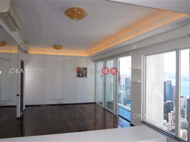 3房2廁,極高層,星級會所,露台《聚賢居出售單位》108荷李活道 | 中區香港-出售-HK$ 7,000萬