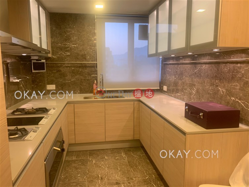 Popular 5 bedroom on high floor with balcony & parking | For Sale | Avignon Tower 5 星堤5座 Sales Listings