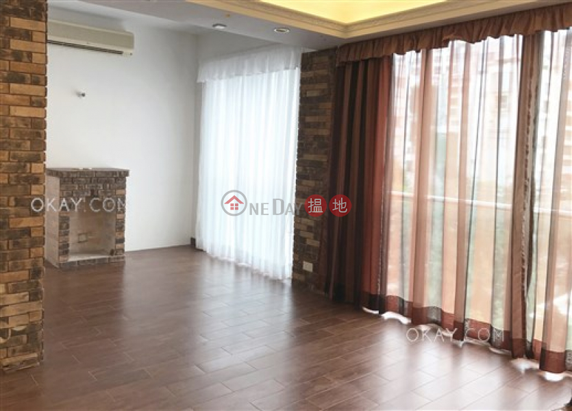 Nicely kept 2 bedroom with parking | Rental | Blue Pool Court - Holly Road 藍塘別墅 - 冬青道 Rental Listings