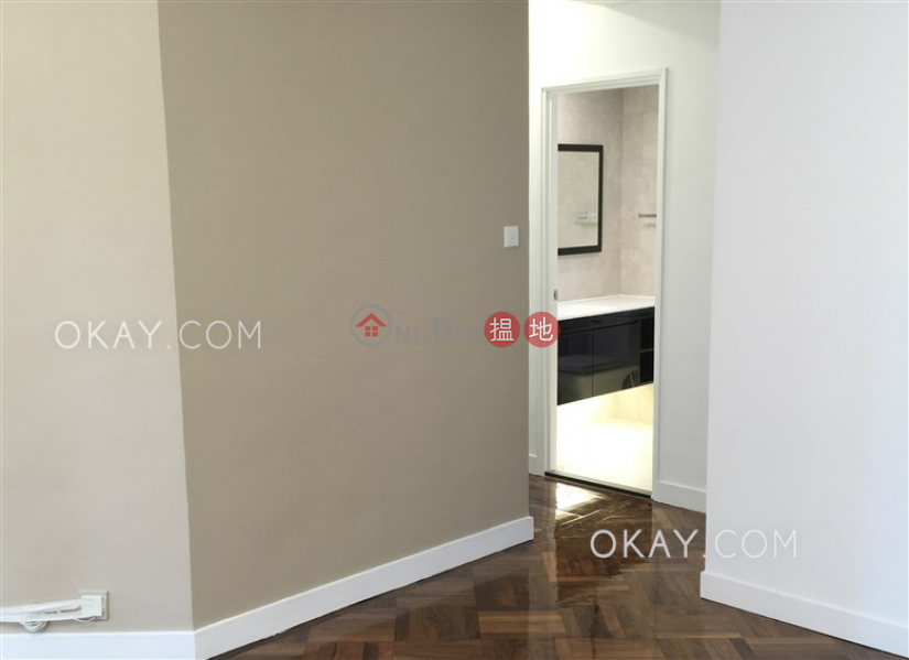 Charming 3 bedroom in Mid-levels West | For Sale | Roc Ye Court 樂怡閣 Sales Listings