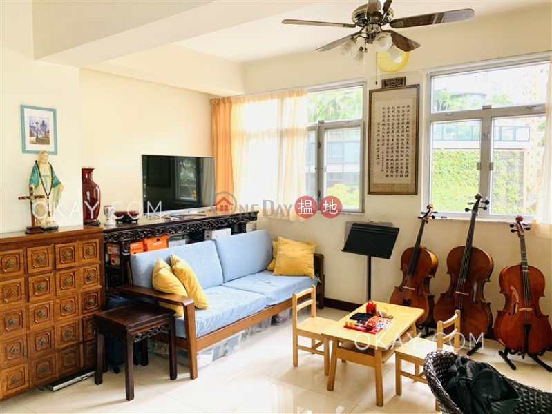 Gorgeous 2 bedroom in Wan Chai | For Sale | Kwan Lee Mansion 均利大樓 Sales Listings
