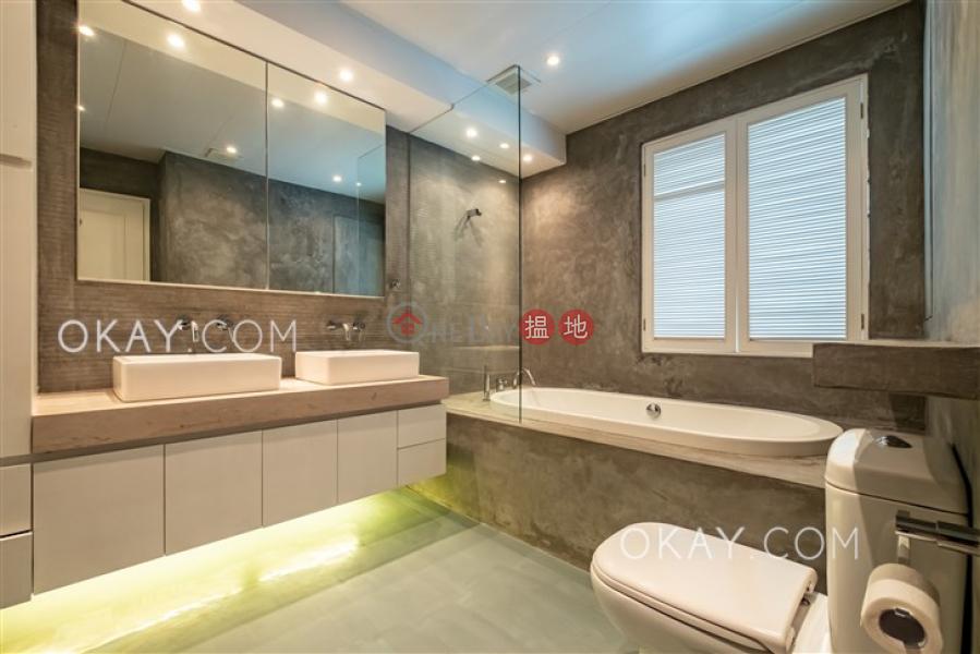 Tasteful 2 bedroom on high floor with parking | For Sale | Kam Fai Mansion 錦輝大廈 Sales Listings