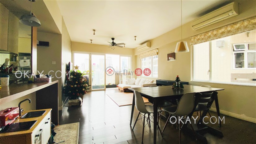 Stylish 3 bedroom on high floor with balcony | For Sale | Silver Fair Mansion 銀輝大廈 Sales Listings
