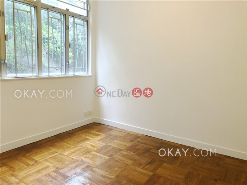HK$ 20M | BEACON HILL COURT Kowloon City | Nicely kept 3 bedroom with balcony & parking | For Sale