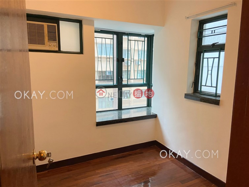 HK$ 25,000/ month Dragon Court | Western District Popular 3 bedroom in Mid-levels West | Rental