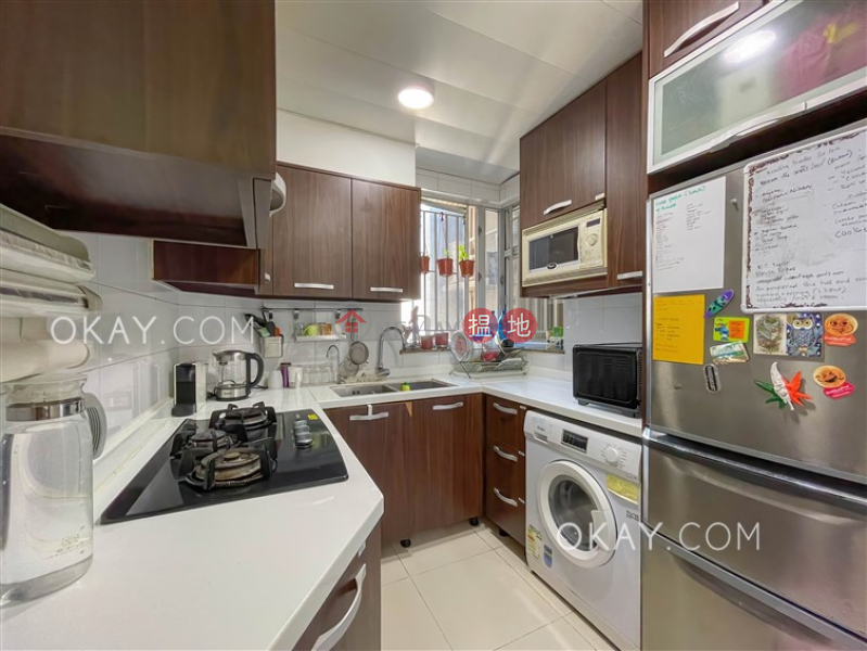 HK$ 43,000/ month, The Waterfront Phase 1 Tower 3, Yau Tsim Mong   Lovely 3 bedroom with parking   Rental