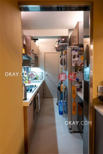 Efficient 2 bedroom with balcony & parking   For Sale   Block 5 Phoenix Court 鳳凰閣 5座 Sales Listings