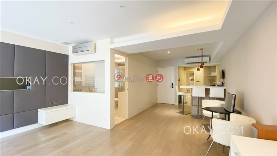 HK$ 18.3M Villa Benesther Wan Chai District Gorgeous studio on high floor with balcony & parking   For Sale