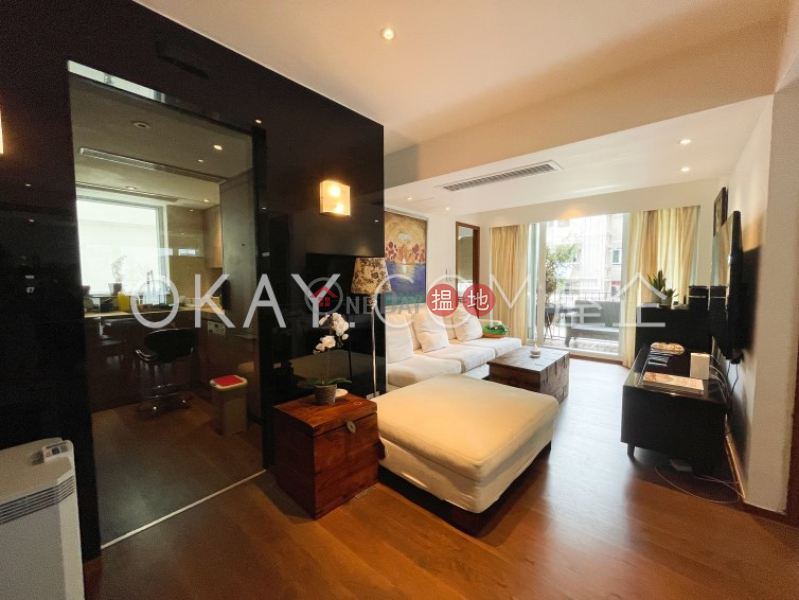 Unique 2 bedroom on high floor with balcony & parking | For Sale | Mountain View Court 峰景大廈 Sales Listings