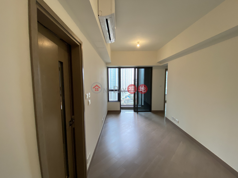 Sun Flower (Tower 2 - R Wing) Phase 2A Le Prestige Lohas Park Middle E Unit, Residential, Rental Listings | HK$ 14,500/ month