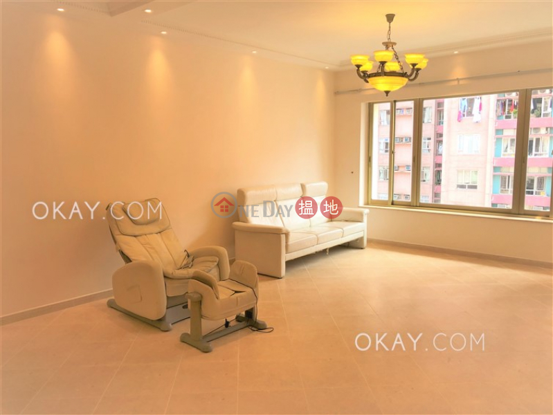 Luxurious 3 bedroom with parking | For Sale | Block 4 Mandarin Court 翠華大廈4座 Sales Listings