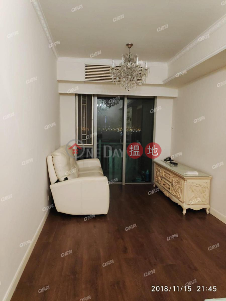 HK$ 33,000/ month   The Merton Western District, The Merton   3 bedroom Low Floor Flat for Rent