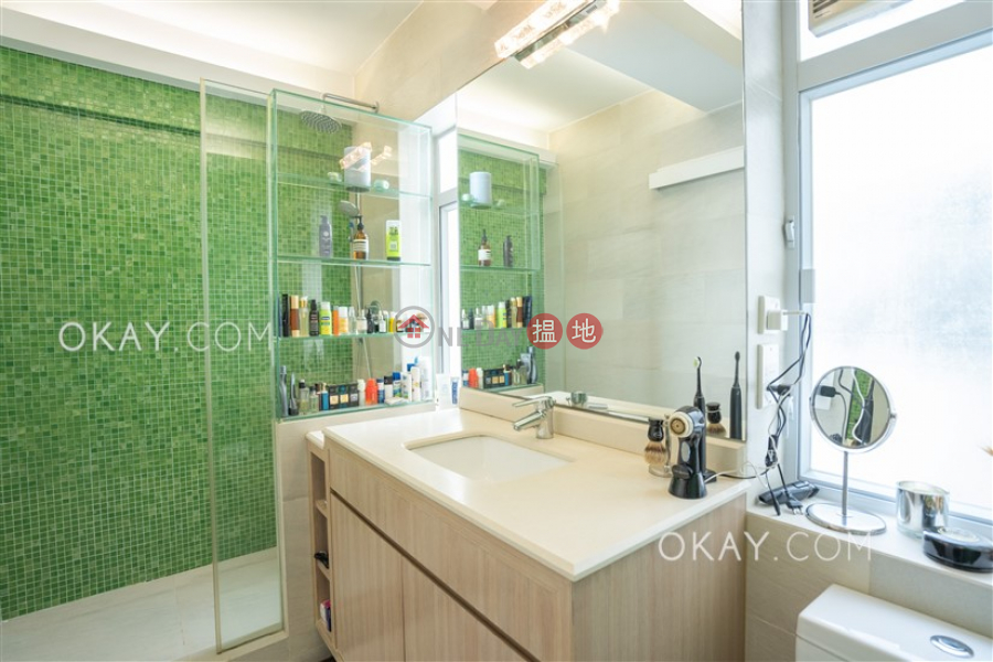 Elegant 1 bedroom on high floor with parking | For Sale | Kam Fai Mansion 錦輝大廈 Sales Listings