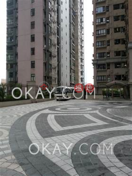 Nicely kept 2 bedroom in Mid-levels West | For Sale | Robinson Heights 樂信臺 Sales Listings