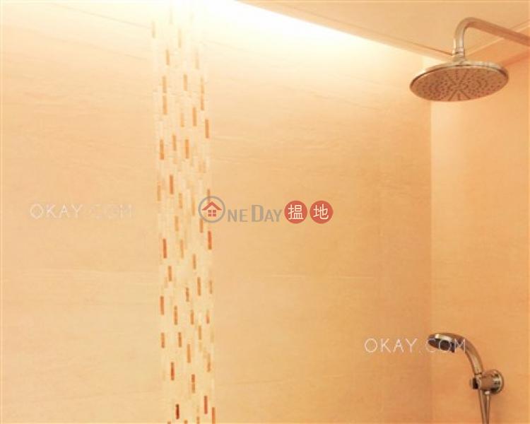 HK$ 21.5M, Greenery Garden, Western District Tasteful 2 bedroom on high floor with rooftop & balcony   For Sale