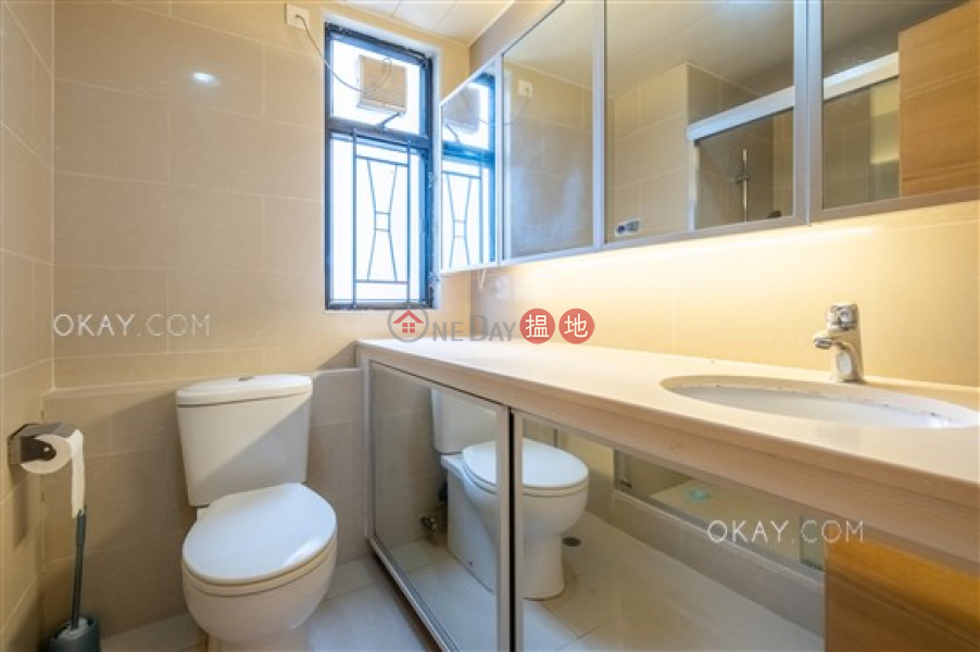HK$ 49,000/ month Beverly Hill, Wan Chai District | Stylish 3 bedroom with balcony & parking | Rental