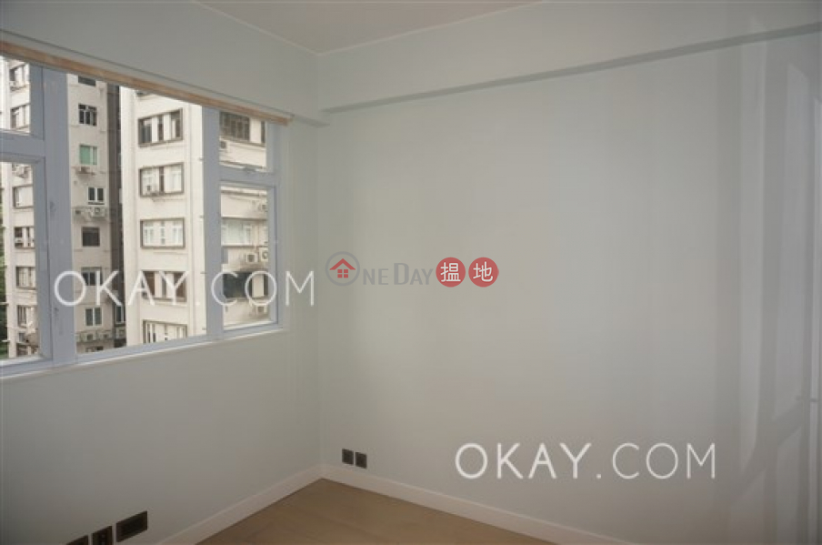 HK$ 15.5M, Shan Kwong Tower Wan Chai District | Tasteful 2 bedroom on high floor with parking | For Sale