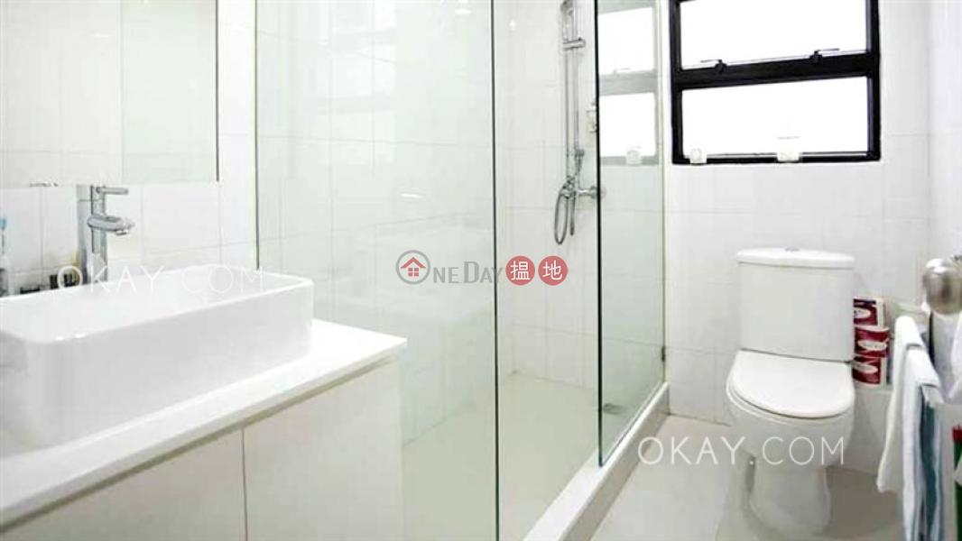 HK$ 27M | Regent Palisades Western District, Charming penthouse with rooftop & parking | For Sale