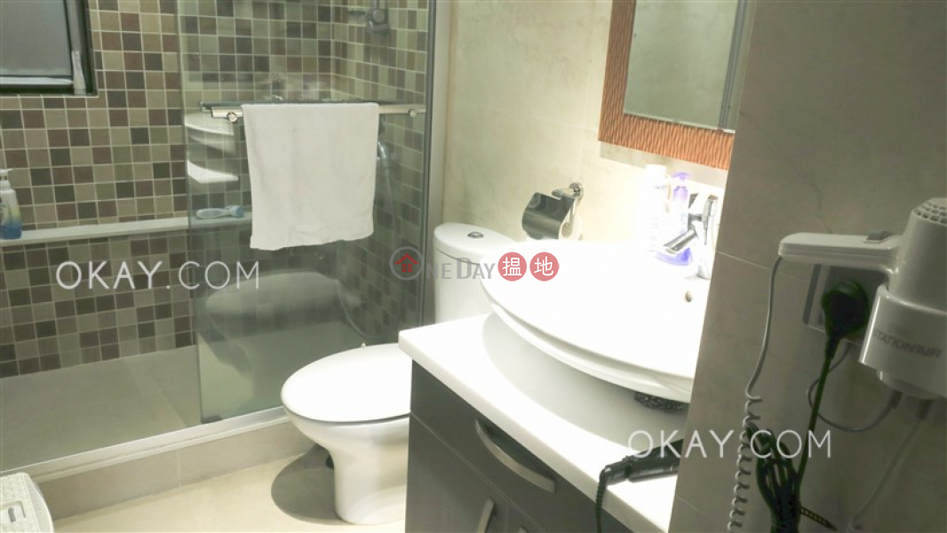 HK$ 42.8M, Beverly Hill, Wan Chai District | Exquisite 3 bedroom with balcony & parking | For Sale