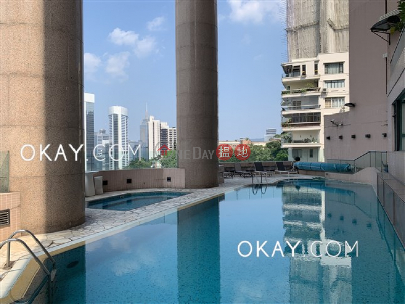 Lovely 3 bedroom with harbour views & parking | Rental | Fairlane Tower 寶雲山莊 Rental Listings