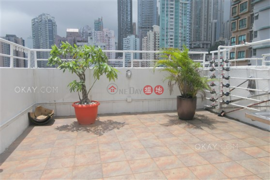 HK$ 25,000/ month Kee On Building Central District Tasteful 1 bedroom on high floor with rooftop | Rental