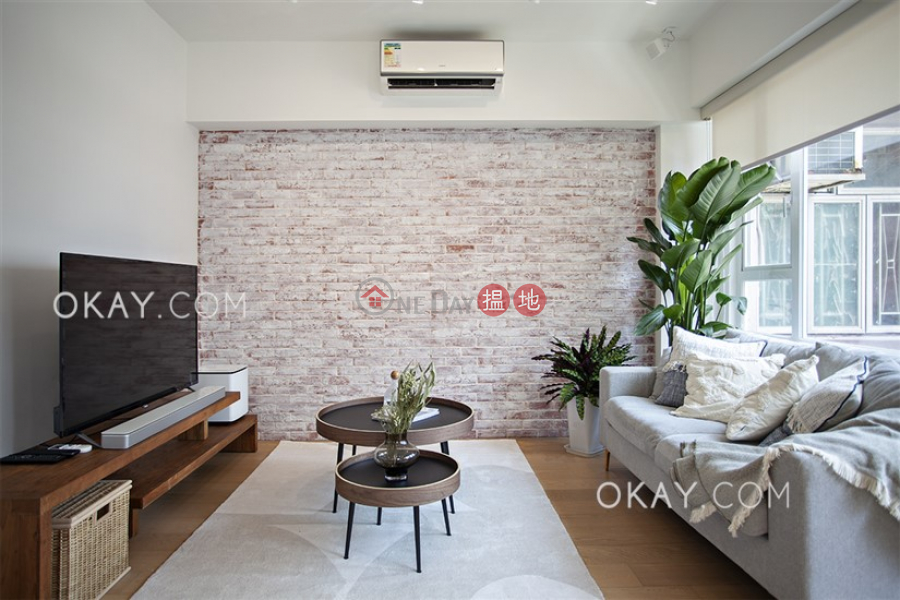 Charming 1 bedroom on high floor | For Sale | Yick Fung Building 億豐大廈 Sales Listings