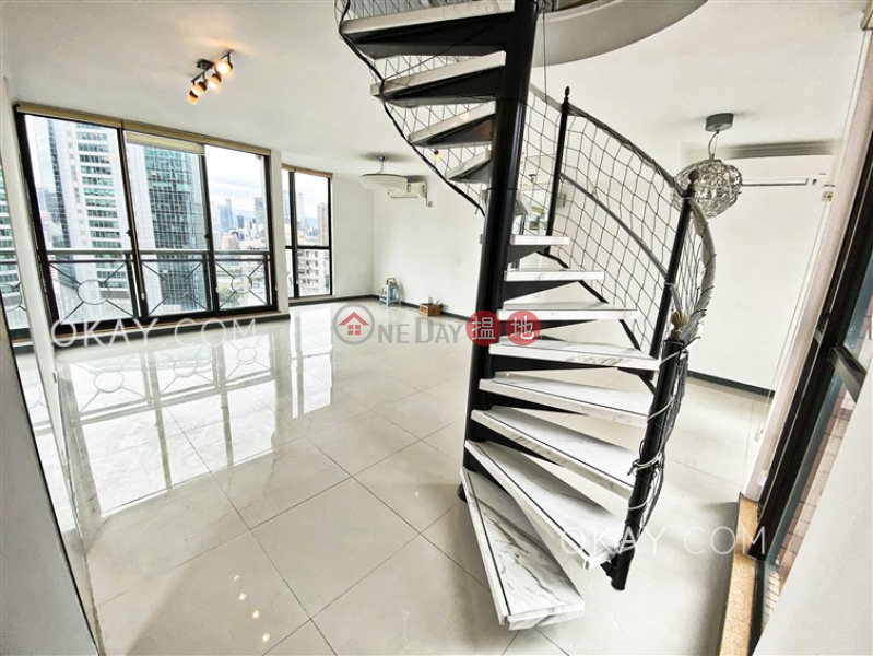 Stylish 3 bedroom on high floor with rooftop & balcony | For Sale | Village Garden 慧莉苑 Sales Listings