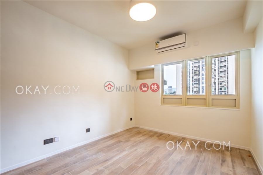 HK$ 115,000/ month | St. Joan Court Central District, Rare 3 bedroom on high floor with balcony & parking | Rental