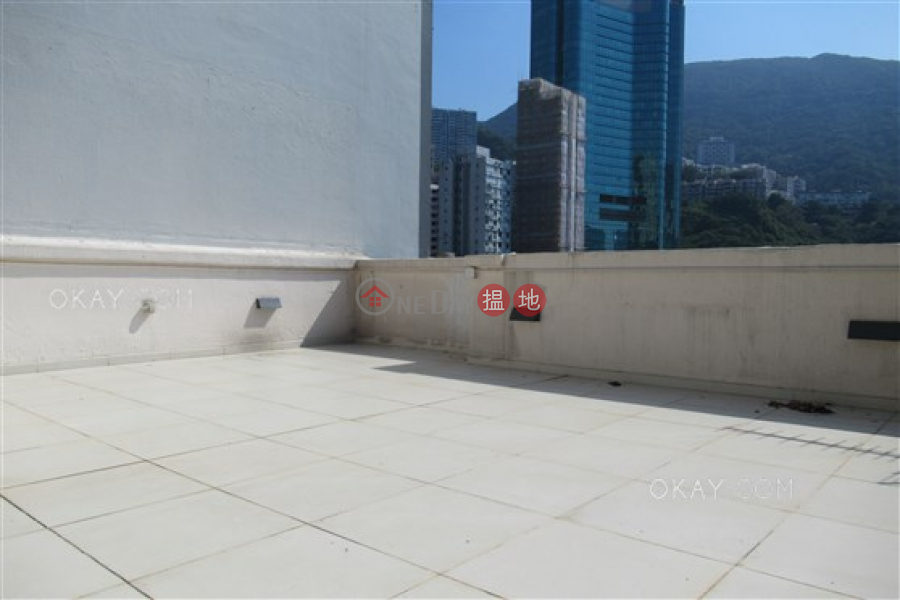 HK$ 55,000/ month Green View Mansion, Wan Chai District, Popular 2 bed on high floor with racecourse views | Rental