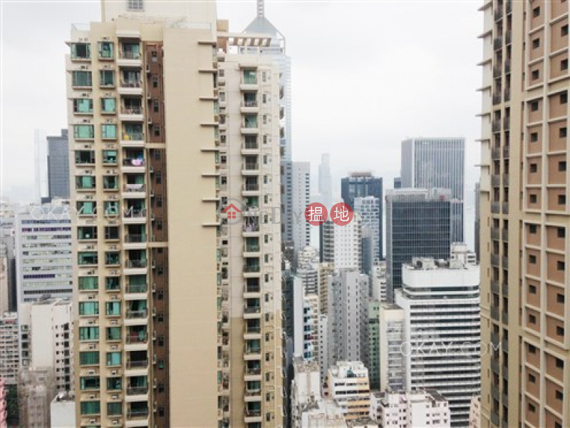 HK$ 10.5M, The Zenith Phase 1, Block 2, Wan Chai District, Unique 2 bed on high floor with harbour views & balcony | For Sale